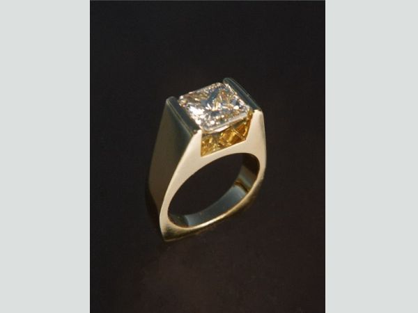 Handmade in yellow gold and set with 3 ct. Radiant cut diamond